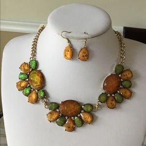 Green and brown lucite stud necklace earring se